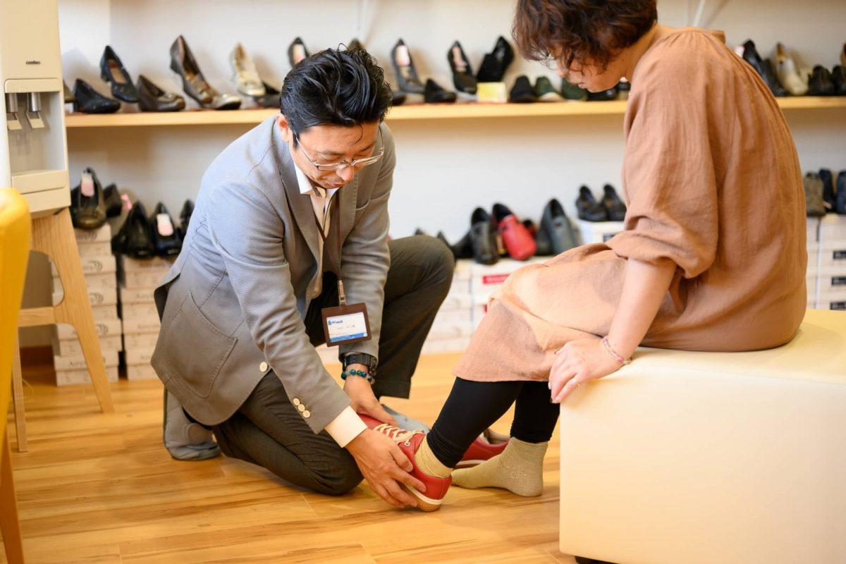 """サラリーマンだからこそできる、事業承継は事業""""改善""""。靴を売る靴屋から健康をサポートする存在へ"""